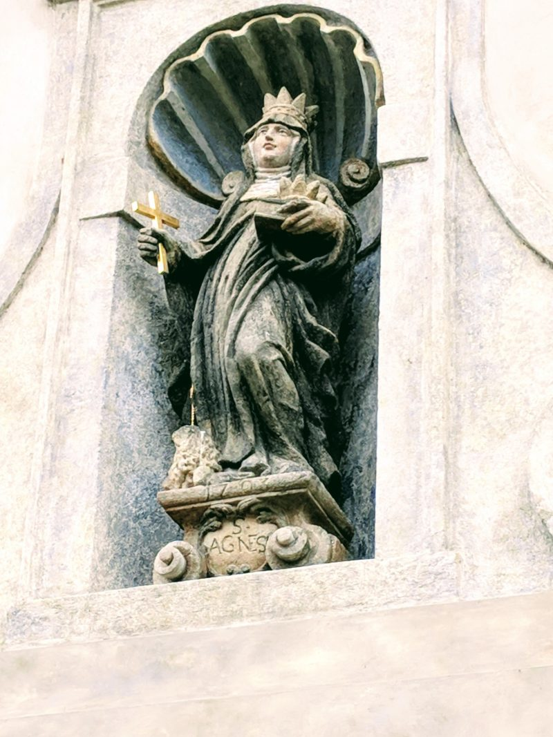 Little statue of Saint Agnes in the doorframe of the monastery gate